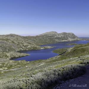 Utsikt over Heddersvatn og Heddersfjell i bakgrunnen